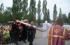 В Невинномысск возвращен крест, оскверненный вандалом в марте этого года