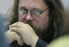 Проблема с электронными картами не имеет прямого духовного приложения, считает протодиакон Андрей Кураев