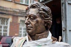 В львовских Бродах демонтировали памятник полководцу Михаилу Кутузову
