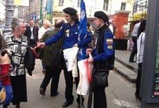 В День славянской письменности и культуры в Москве прошла акция «Серафимовская ленточка»