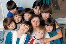 Многодетных семей в России должно быть в десять раз больше, считает социолог