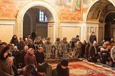 Архиереи Украинской Православной Церкви коленопреклоненно помолились о мире в Украине
