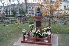 В Карелии освятили памятник патриарху Алексию II