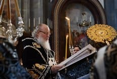 Патриарх Кирилл совершил утреню с чтением 12-ти Страстных Евангелий