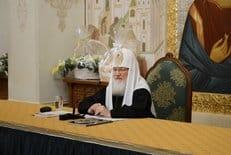 Если мы в центр жизни ставим самих себя, мы оказываемся уязвимы, - патриарх Кирилл