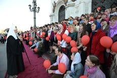 Православная молодежь Москвы поздравила патриарха Кирилла с Пасхой