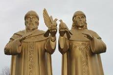 В Сыктывкаре установили памятник святым Петру и Февронии Муромским