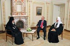 Патриарх Илия II делает все возможное для поддержания братских контактов между народами России и Грузии, считает Владими...