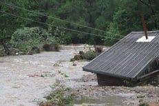 Волонтеры сообщают о нехватке средств для оказания помощи пострадавшим от наводнения