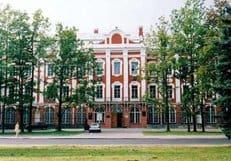Петербургский университет не будет сокращать бюджетные места филфака