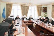 Синод Украинской Церкви призвал верующих молиться за страну и не допустить ее разделения