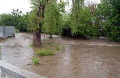 В помощь пострадавшим от наводнения свои пожертвования сделали представители власти