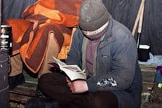 В московских храмах помолятся о бездомных, замерзающих от холода