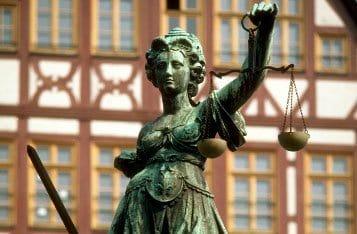Может ли православный человек работать адвокатом?