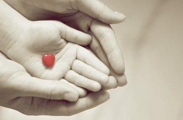Можно ли лечить наложением рук?