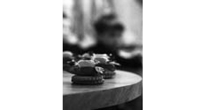 «Дом, где разбивается судьба, или почему детдомовцам не нужны праздники». В июньском номере «Фомы» опубликовано интервью...