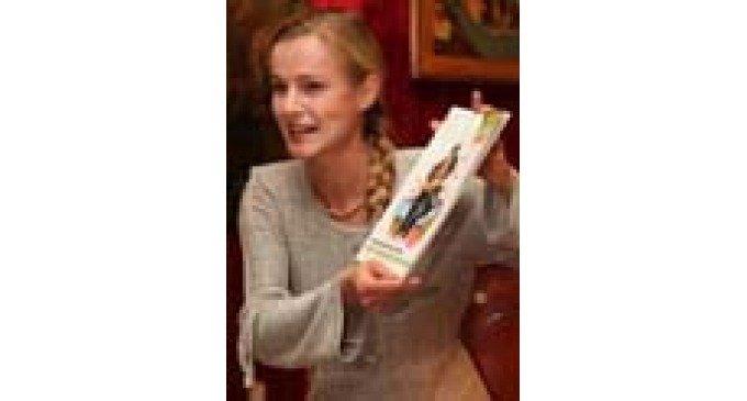 Елена Кизякова читала детям «Про колокол Бим-бим»