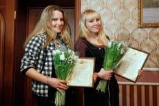 Спасшие от вандалов поклонный крест школьницы получили епархиальные награды